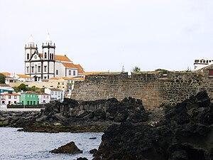 São Mateus da Calheta - A juxtoposition of the parochial church and the Fort Grande