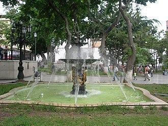 Bolivar Plaza (Caracas) - Image: Fuente Plaza Bolívar Caracas