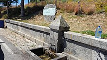 https://upload.wikimedia.org/wikipedia/commons/thumb/8/8e/Fuente_em_Gredos.jpg/220px-Fuente_em_Gredos.jpg