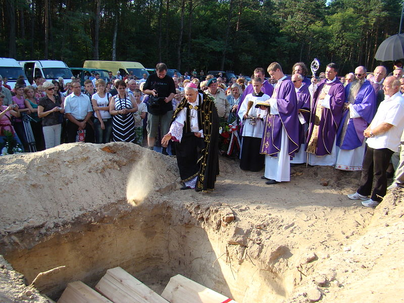 Exhumation and second funeral of killed Poles