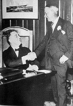 Franklin D. Roosevelt (left) and Al Smith (right) in Albany, New York Governor Roosevelt and Al Smith.jpg