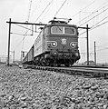 HUA-150924-Afbeelding van de electrische locomotief nr. 1113 (serie 1100) van de N.S. te Eindhoven.jpg
