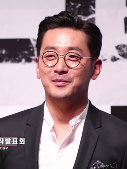 Ha Jung Woo promoting The Tunnel.png