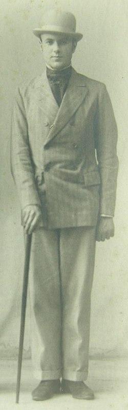 Harold Acton (cropped).jpg