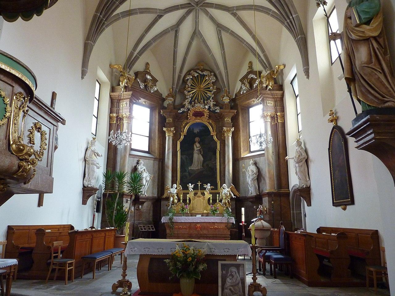 1280px-Heidenreichstein_Pfarrkirche2.jpg