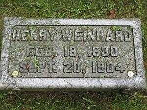 Henry Weinhard - Weinhard's grave marker with bottle caps