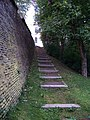 Hládkov, schody z příkopu.jpg
