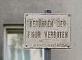Hockendes Zirkuspferd by Otto Eder 02.jpg