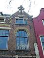 Hoge Gouwe 89 & 89a in Gouda (3) Detail raam.jpg