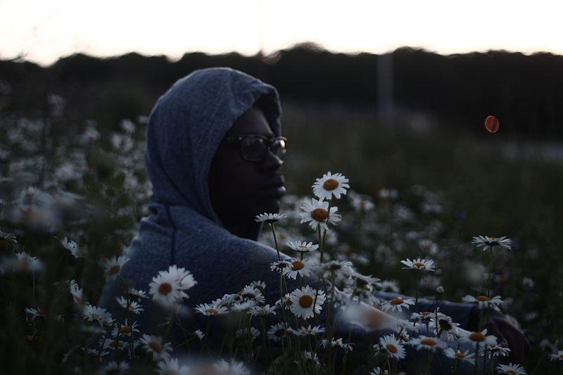 File:Hoodie&shades@daisies.JPG