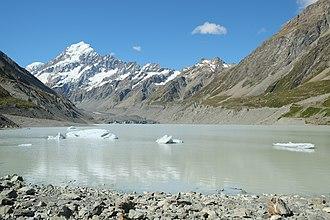 Hooker Lake - Hooker Glacier Lake in front of Aoraki / Mount Cook in summer