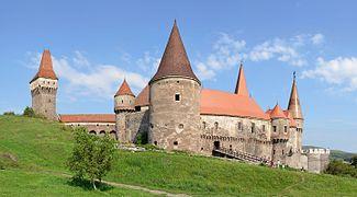 Hunedoara Castle (Vajdahunyadi vár) by Pudelek.jpg