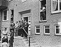 In gebruikneming 1000ste woning in Slotermeer door gezin van Leeuwen, Bestanddeelnr 905-8145.jpg