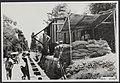 In het madioense arriveerden aflossingstroepen uit Nederland. Op hun toegewezen , Bestanddeelnr 069-0506.jpg