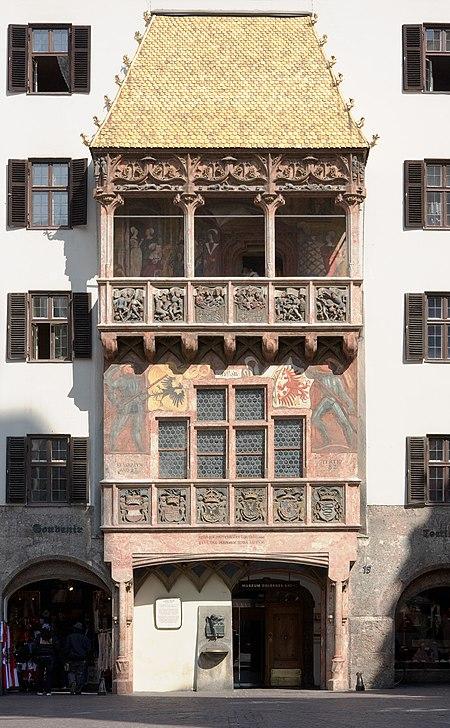 السطح الذهبي، رمز المدينة السياحي.