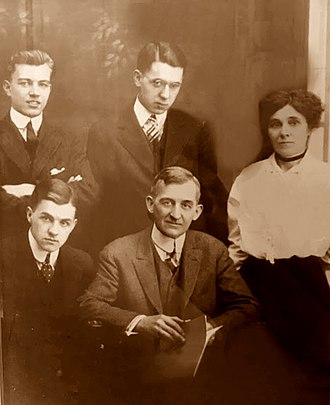 James Thurber - Thurber family portrait taken in Columbus, Ohio in 1915. From left to right: seated: Robert and Charles. Back row: William, James, and Mame