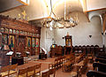 Johannes-der-Täufer-Brühl-Kirchenraum-mit-Ikonostase-und-Bischofsstuhl.JPG