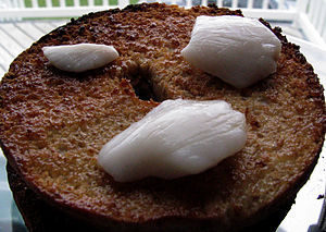 Greenlandic cuisine - Cheek of Greenland halibut on a toasted bagel
