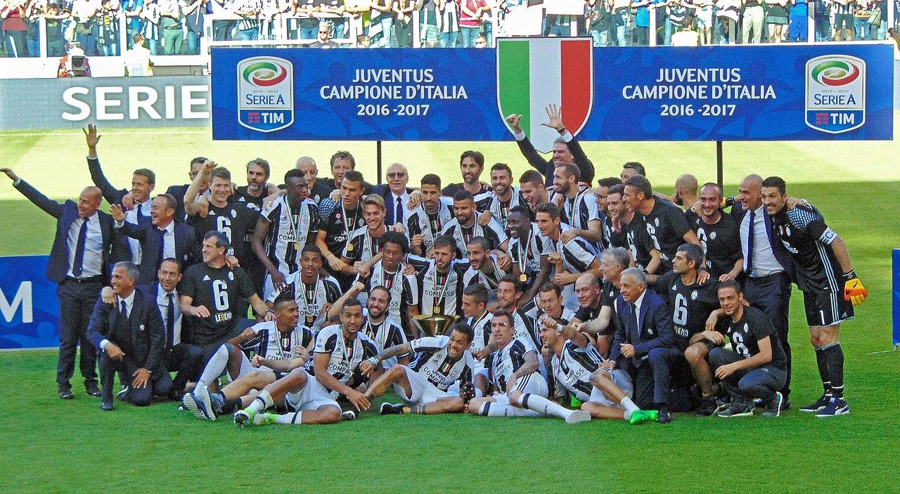 Juventus FC - Serie A champions 2016-17 (edited).jpg