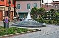 Kašna na maličkém náměstí - panoramio (1).jpg