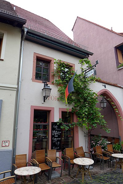 File:Kirchenstraße, Ladenburg, 2014 (01).JPG