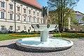 Klagenfurt Landhauspark Brunnen Der Gesang und Landhaus 19042019 6583.jpg