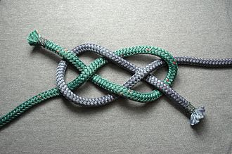 Carrick bend - A fully interwoven diagonally opposed carrick bend
