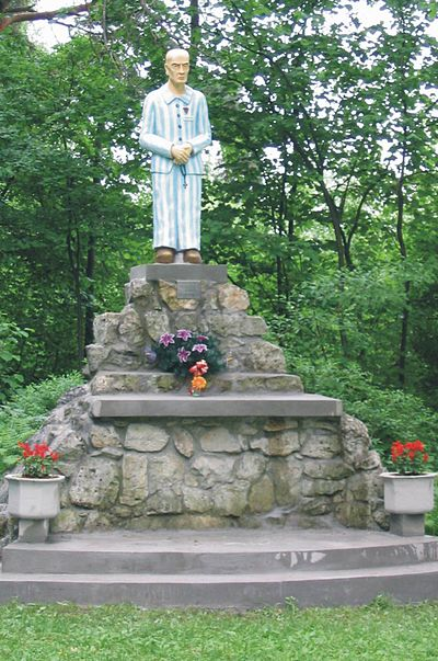 A monument to Fr. Maximilian Kolbe, among the estimated 3,000 members (18%) of the Polish clergy who were killed by the Nazis; of these, 1,992 died in concentration camps. Kosciol MB Ostrobramskiej w Chrzanowie 13.jpg