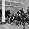 Koningin Juliana verlaat de koninklijke calèche met zes paarden voor het Gouvern, Bestanddeelnr 252-4214.jpg