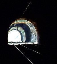 Kralupy nad Vltavou, Lobečská skála, železniční tunel.jpg