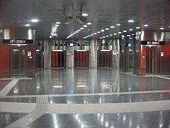 En el anden del metro - 2 7