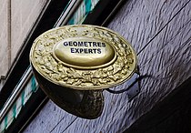 La Rochefoucauld Enseigne géomètre 2012.jpg