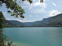 Lac de Nantua et Nantua (Ain).JPG
