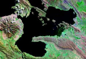 Asiru Phat'jata - Image: Lago Menor o Huiñamarca Perú Bolivia Satelital map 68.85829W 16