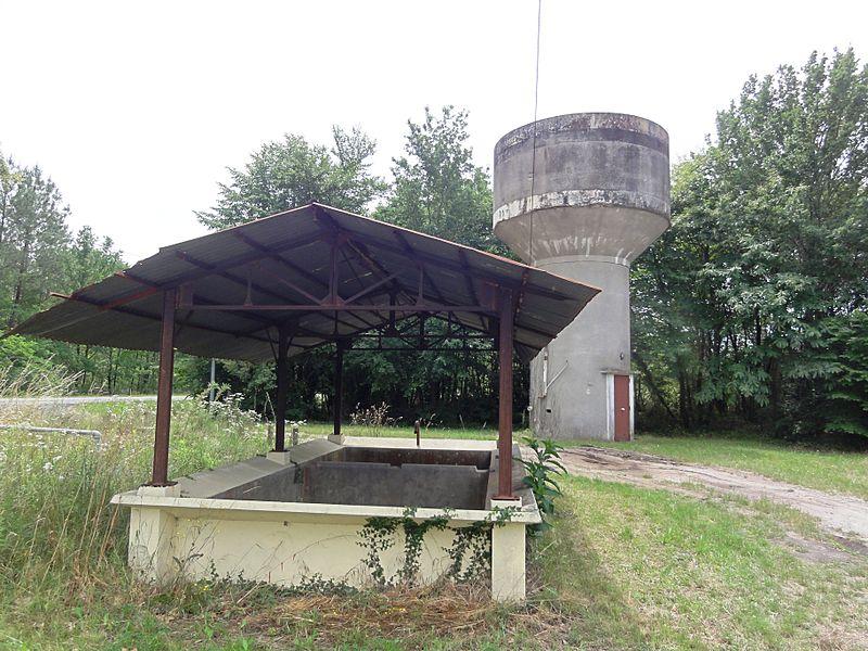 Lavignolle (Salles, Gironde) lavoir, château d'eau
