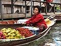 Litchi chinensis,Averrhoa carambola-Floating market - panoramio.jpg