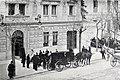 Llegada de miembros de la familia real al edificio de Blanco y Negro, de Franzen, Blanco y Negro, 31-03-1900.jpg