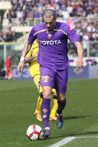 Lorenzo De Silvestri - De Silvestri in a Fiorentina jersey