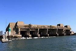 Lorient, ponorkový bunkr Keroman III - panoramio.jpg
