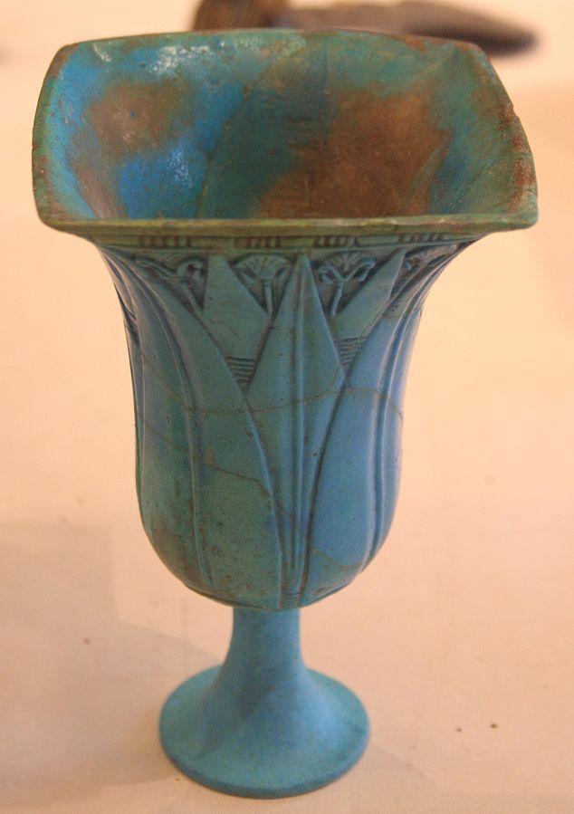 Nenufar-shaped calice-E 11349