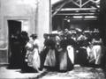 Lumières La Sortie de l'Usine Lumière à Lyon 1895.png