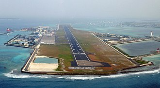 Velana International Airport - Image: Malé im Landeanflug