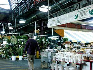 Jean-Talon Market - Image: Marché Jean Talon, vue intérieure (prise 2), Montréal 2005 09 04
