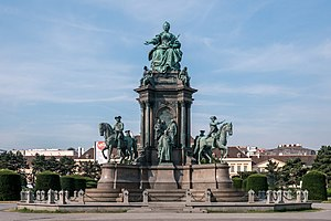 Maria-Theresien-Denkmal_Ansicht_3.jpg