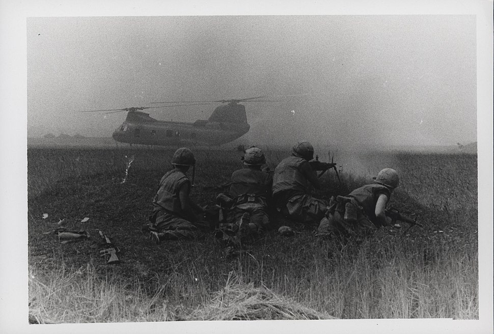 Marines Provide Machine Gun Fire for CH-46, 5 May 1968 (16206210181)