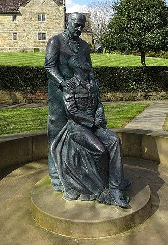 Archibald McIndoe - Monument to McIndoe in East Grinstead, by Martin Jennings