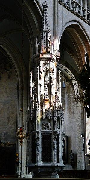 File:Mechelen Onze-Lieve-Vrouw over de Dijle Innen Sakramentshaus.jpg