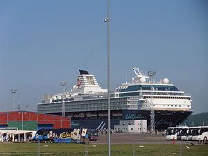 Mein Schiff 2 in Tallinn am 13. Juni 2012 Kai 15.JPG
