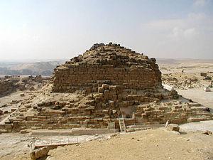 Pyramid G1-b - Image: Meritetis pyramide