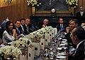 Mesa de reunión G20 Londres.jpg